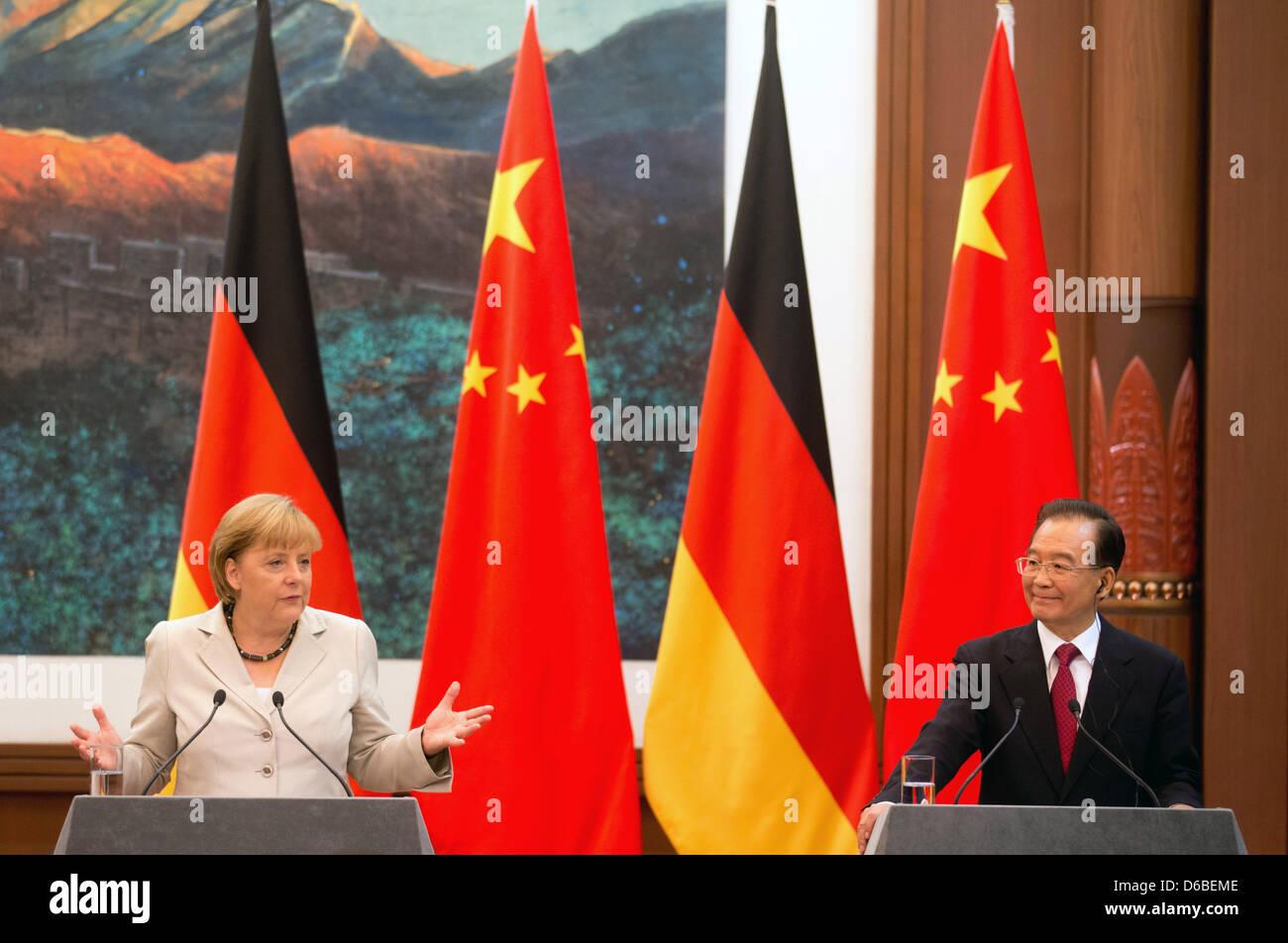 Bundeskanzlerin Angela Merkel (CDU) und Chinas Ministerpräsident Wen Jiabao sprechen am Donnerstag (30.08.2012) - Stock Image