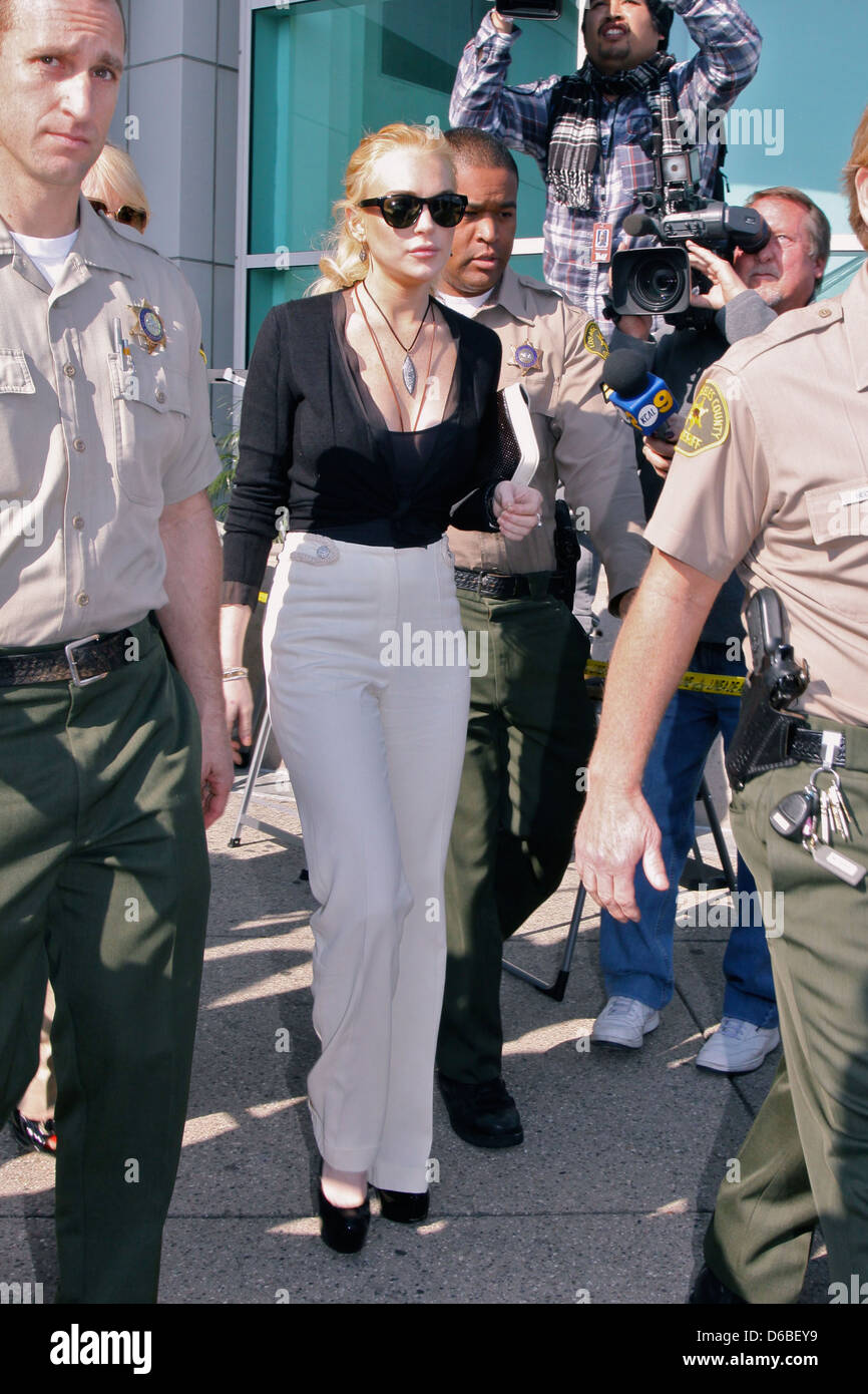 LOHAN WARNED ANY PLEA DEAL WILL RESULT IN JAIL LINDSAY LOHAN is preparing to go to trial over a felony theft charge - Stock Image