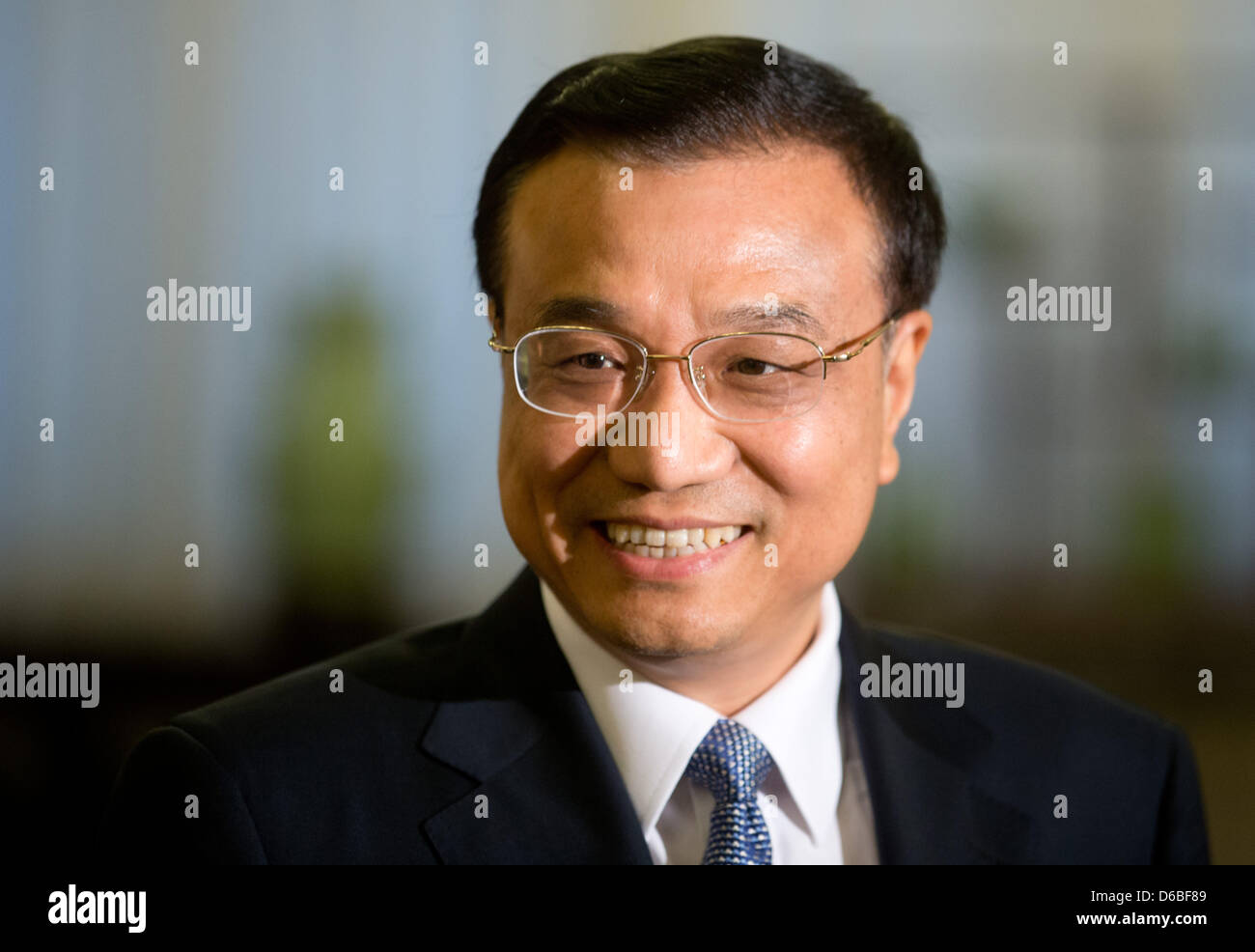 Chinese Vice-Premier Li Keqiang awaits the German Chancellor for the second round of Chinese-German intergovernmental - Stock Image