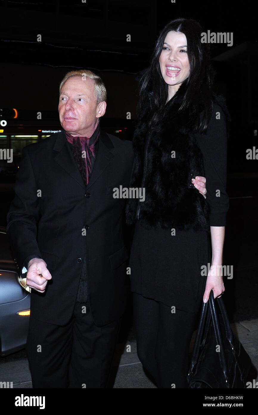 Publicist Elliot Mintz outside BOA Steakhouse with a tall woman Los Angeles, California - Stock Image
