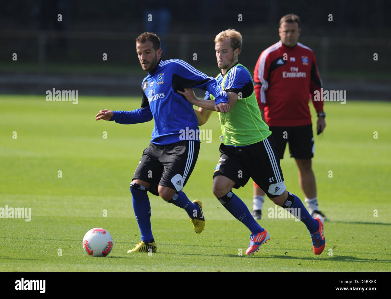 Dutch soccer player Rafael van der Vaart (L) vies for the ball with Maximilian Beister (C) during a training session - Stock Image