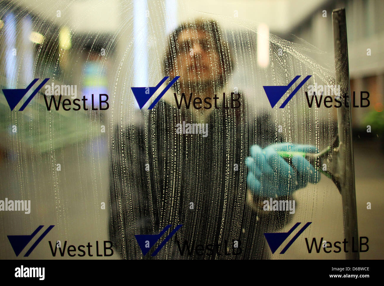 (dpa FILE) - An archive picture, dated 16 Febuary 2011, shows a window cleaner cleaning the front window featuring - Stock Image