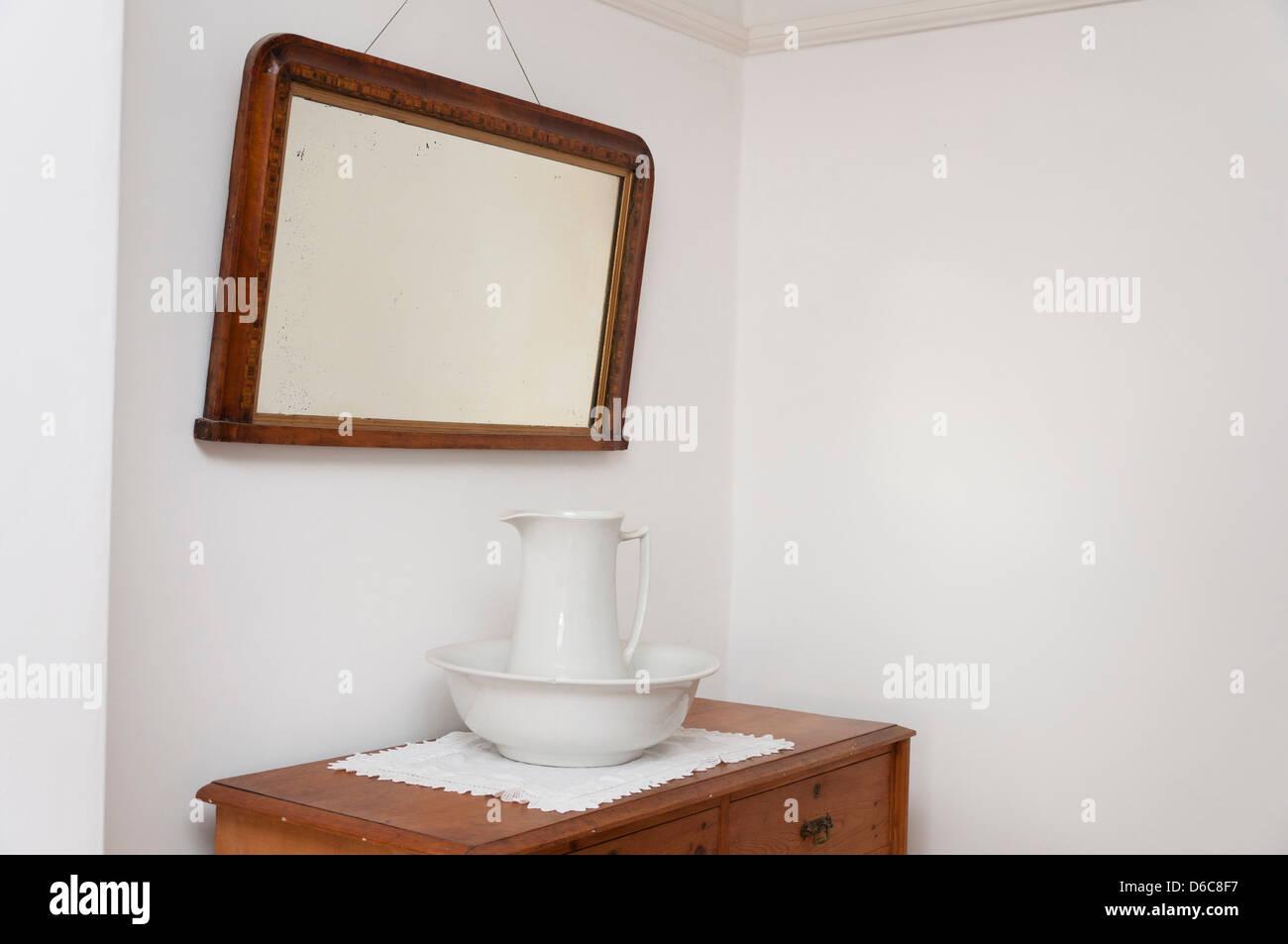 Wash Bowl Stock Photos & Wash Bowl Stock Images - Alamy