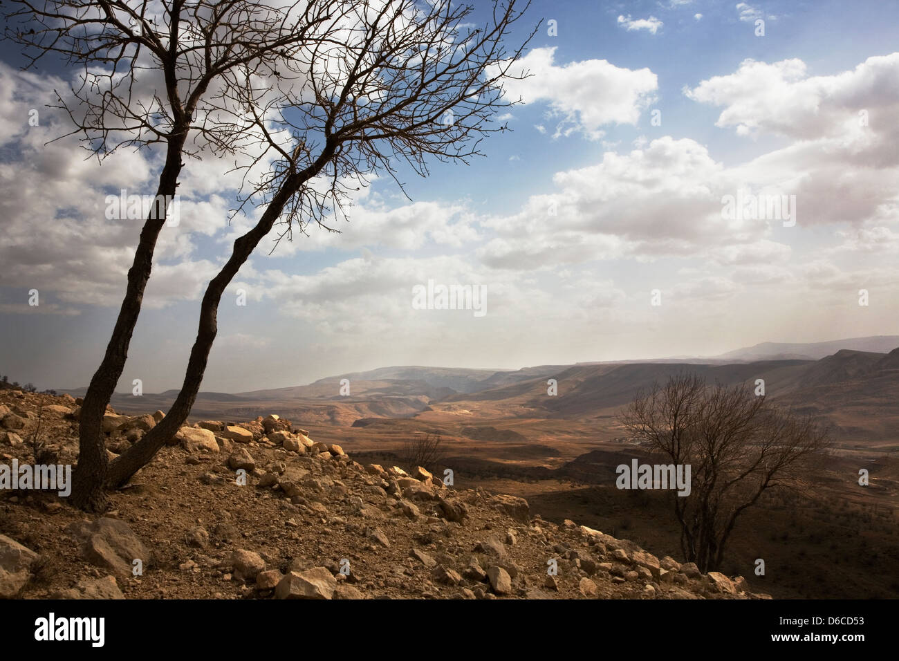 View from west over mountain valley with River Dokan in mid distance Iraqi Kurdistan, Iraq - Stock Image