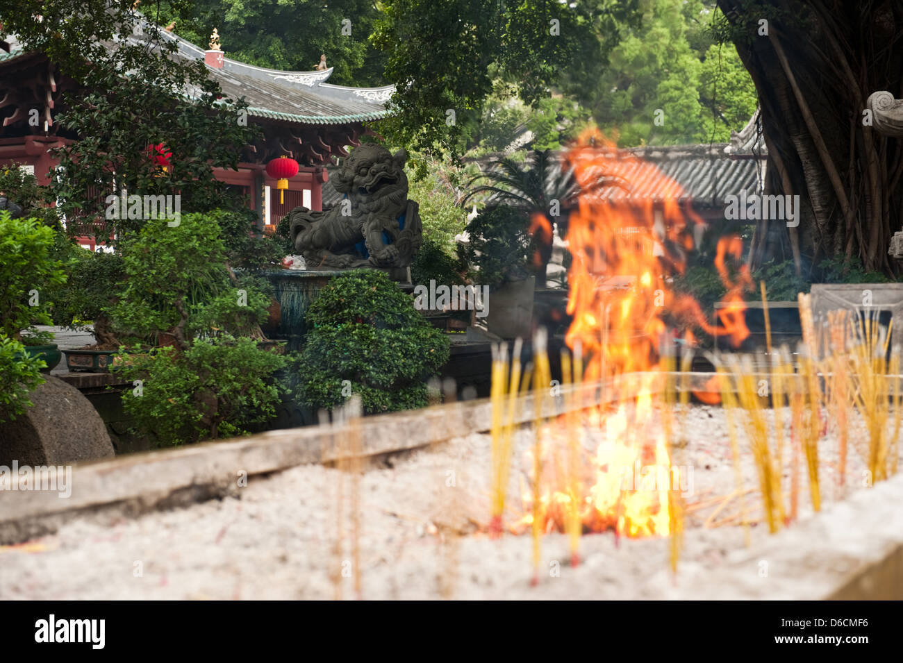 Guangzhou, China, Feuerstaette for incense sticks in the yard of Filial Piety Temple Stock Photo