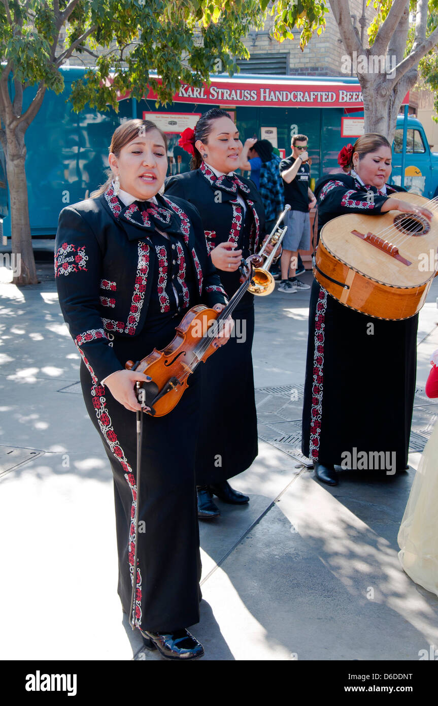 Mexican folk women band - Stock Image