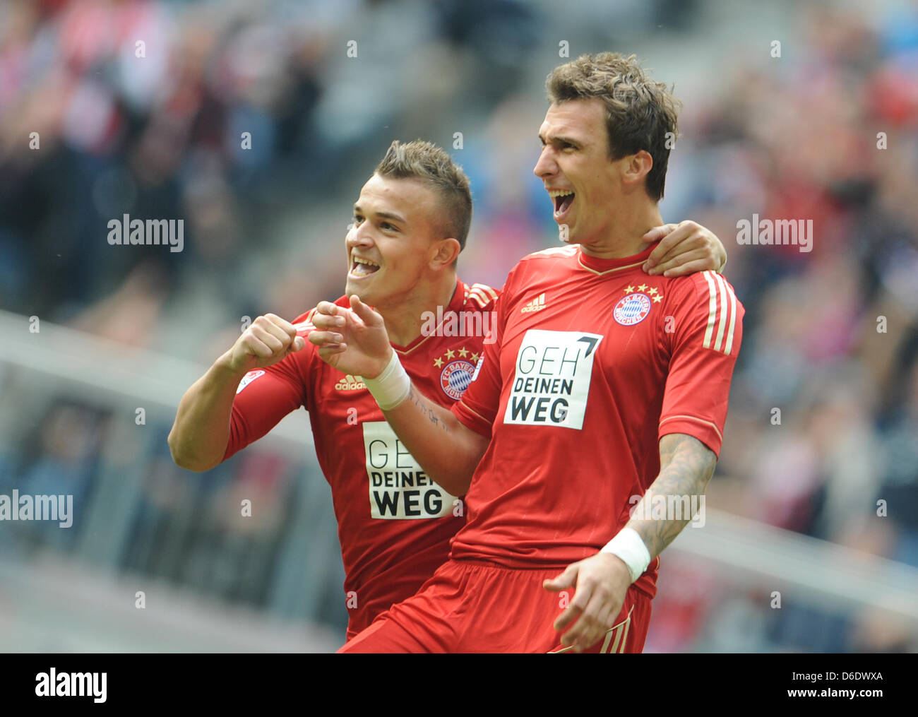 Xherdan Shaqiri L And Goal Scorer Mario Mandzukic Celebrate The 1 0 Stock Photo Alamy