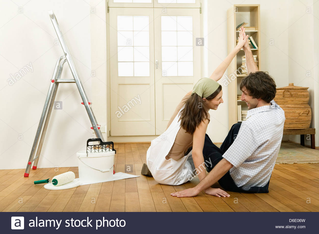 Couple decorating new home Stock Photo: 55626561 - Alamy
