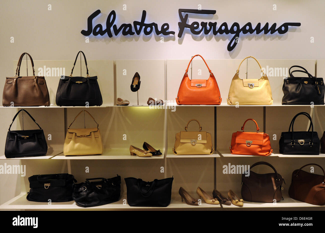 Handbags and shoes of luxury brand Salvatore Ferragamo, pictured on 18 January 2012 in Berlin, Germany. Foto: Jens - Stock Image