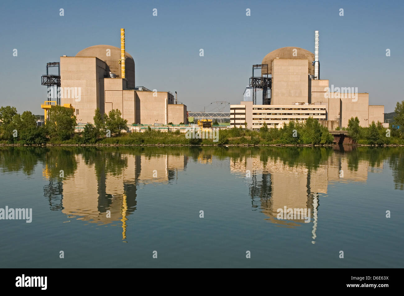 EUROPE, FRANCE, St Alban and St Maurice Nuclear Power Station on the River Rhone near Condrieu - Stock Image