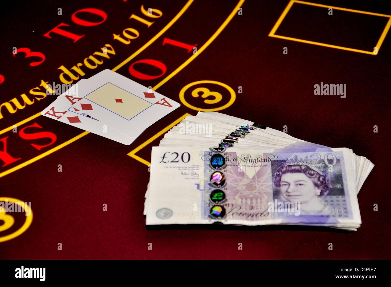 blackjack black jack ace king diamonds red twenty pound notes bundle winner casino game table money - Stock Image