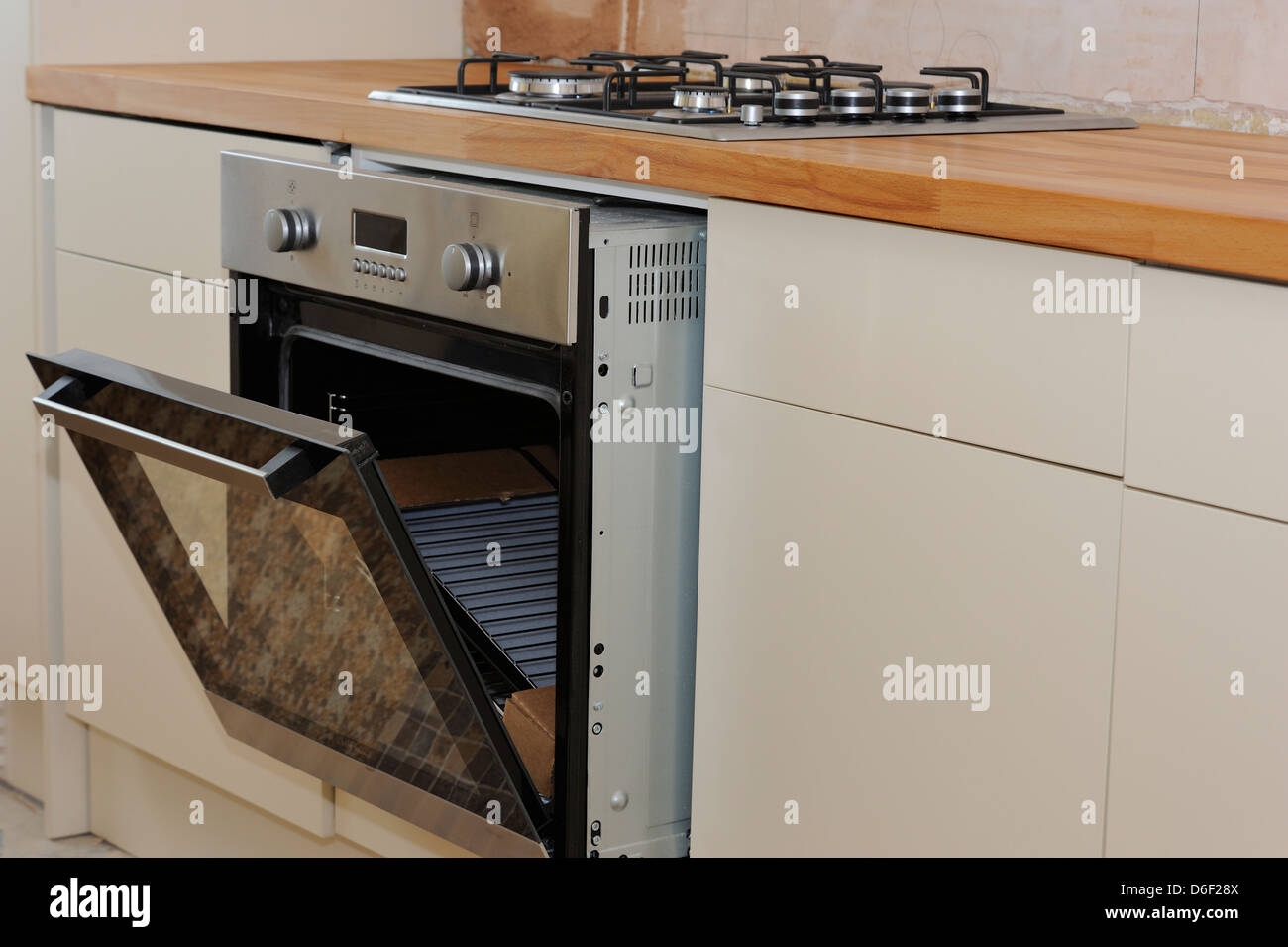 A New Electric Oven And Gas Hob Being Fitted In A Bespoke Kitchen Stock  Photo: 55650138   Alamy