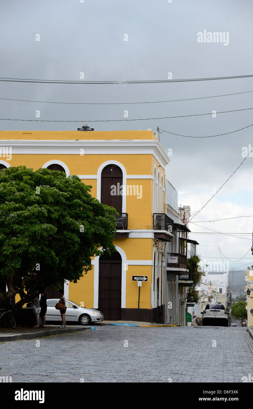 Yellow building and cobblestone street in Old San Juan, Puerto Rico - Stock Image