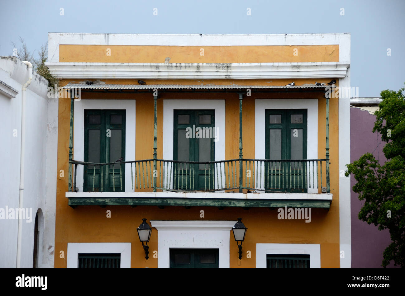 Old yellow building in Old San Juan, Puerto Rico - Stock Image