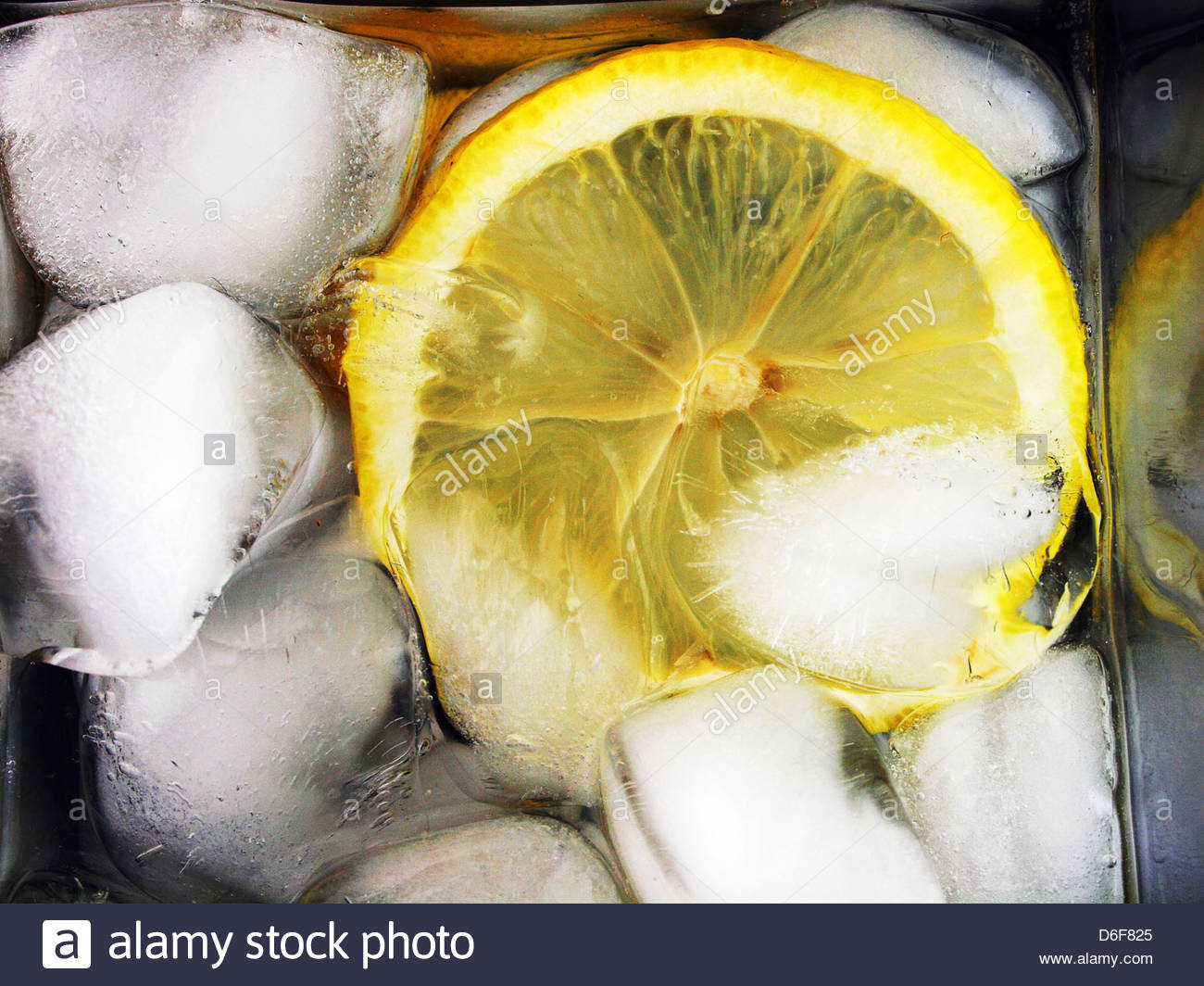 Lemon in chilled drink - Stock Image