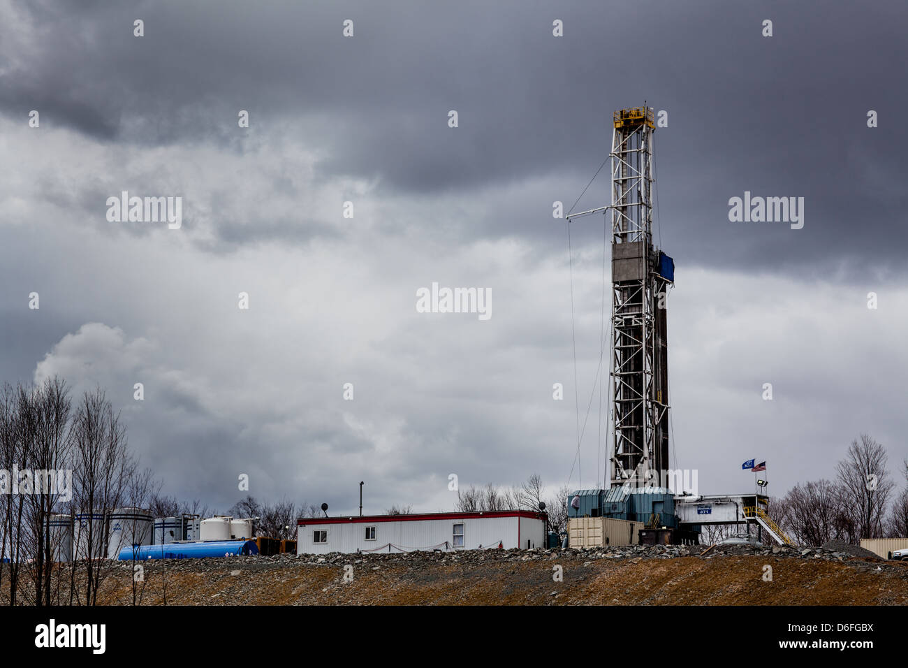 Construction of a hydrofracking drilling rig, Dimock, Pennsylvania - Stock Image