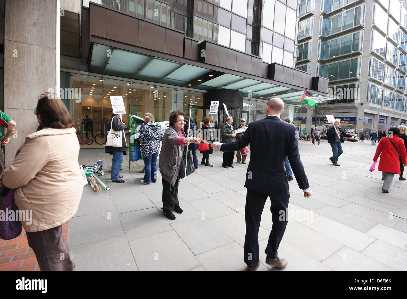 Wednesday 17th April, Palestine Solidarity Campaign protest outside G4S offices in Victoria Street London. Around - Stock Image