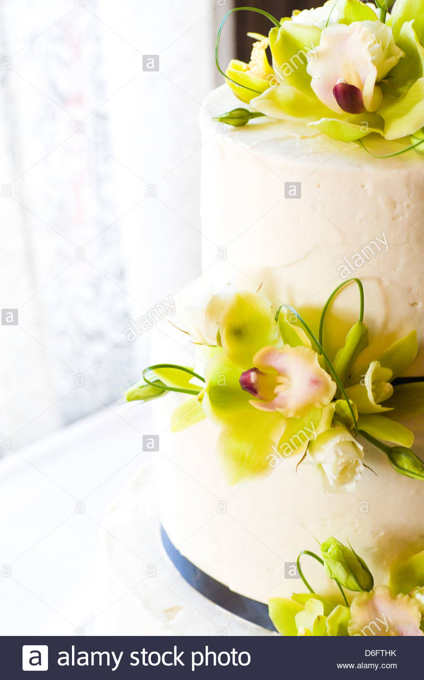 Orchid Wedding cake Stock Photo: 55667631 - Alamy