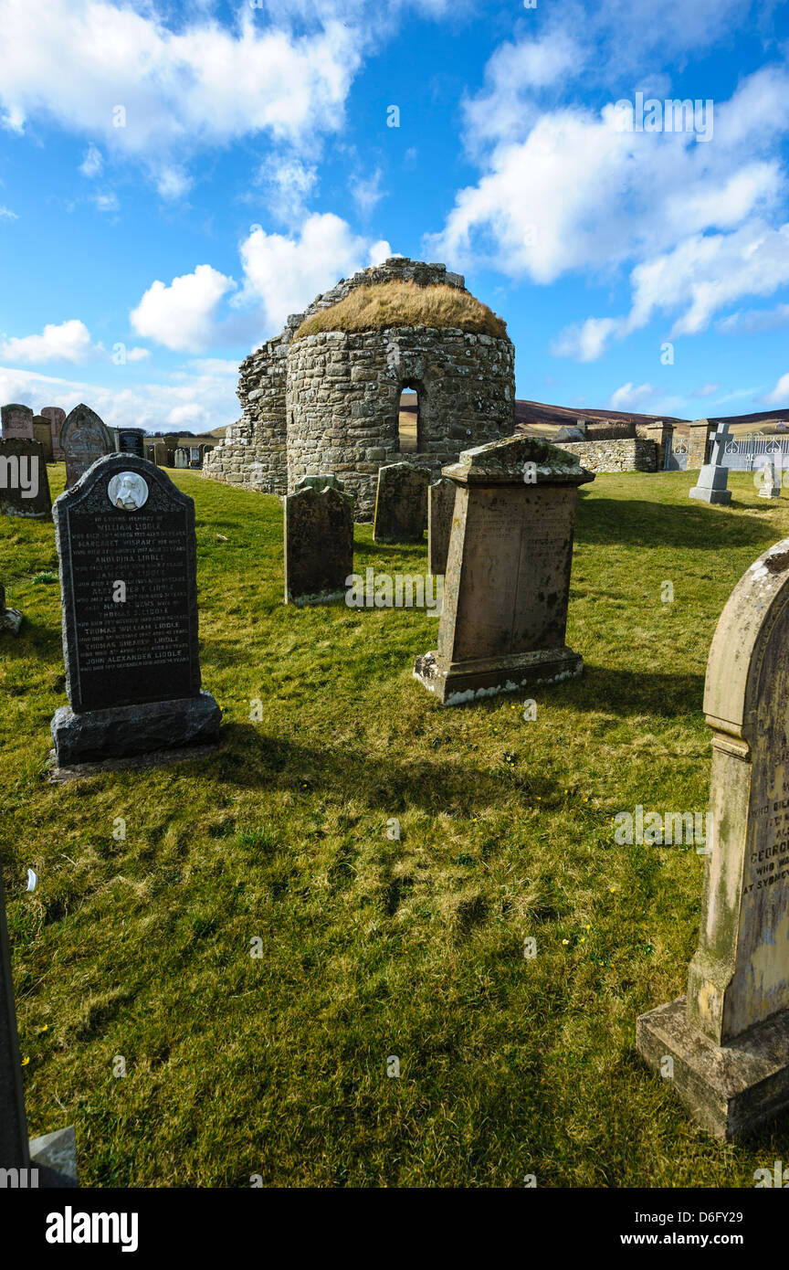 The Orphir round kirk and graveyard, Orkney. - Stock Image