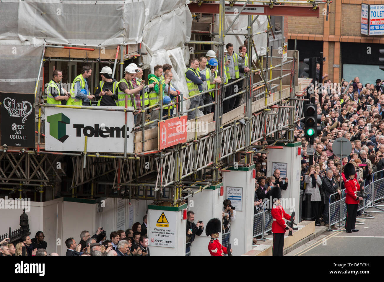 London, UK, 17 April 2013. Builders remove their hard hats as a mark of respect as Margaret Thatcher's coffin - Stock Image