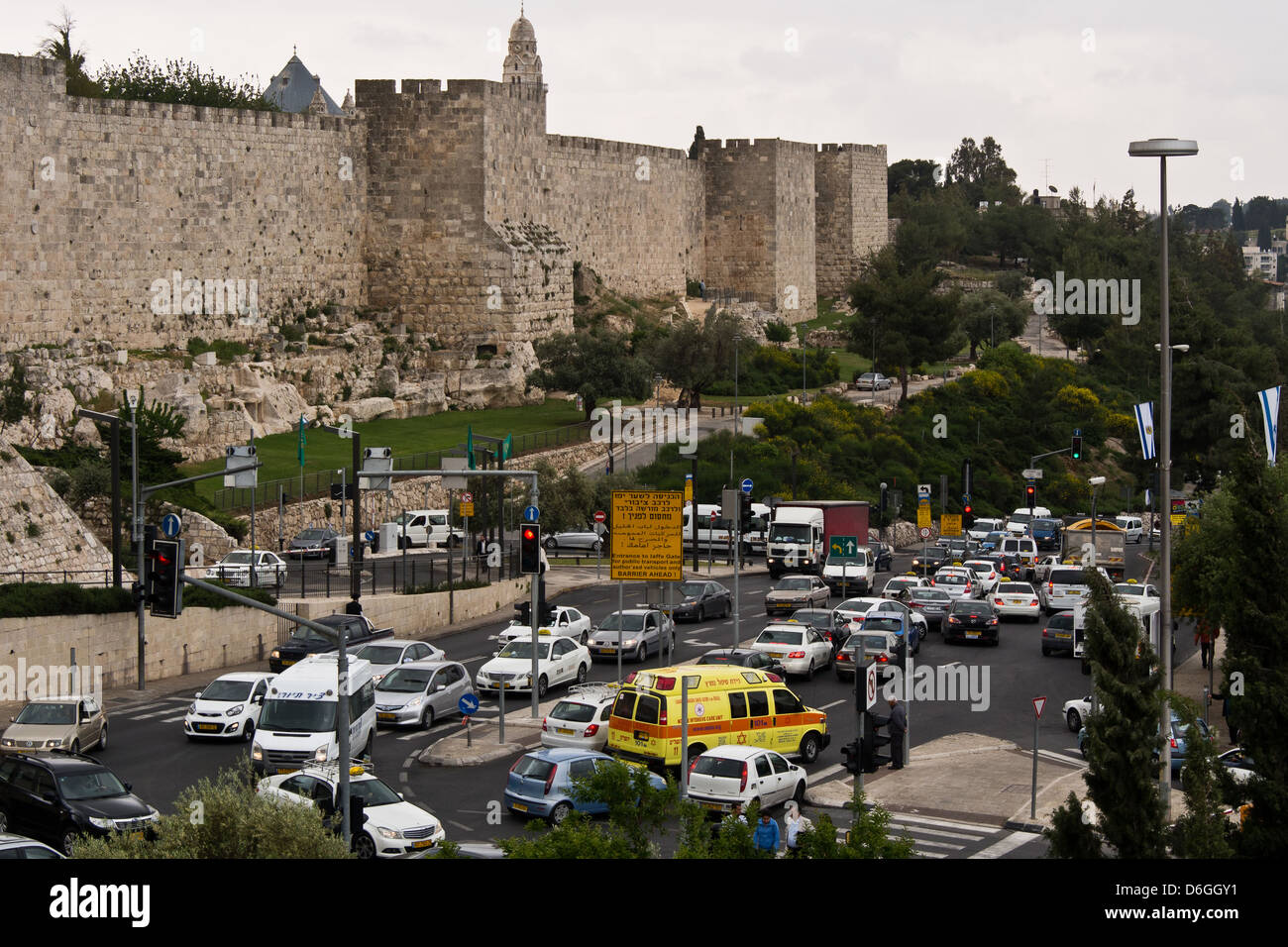 An ambulance tries to make its way through heavy traffic congestion below the Jaffa Gate to the Old City in Jerusalem - Stock Image