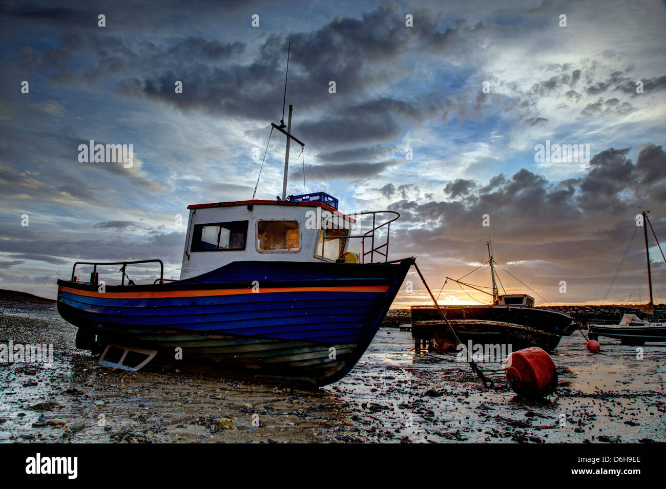 Boats at low tide in the harbor - Stock Image