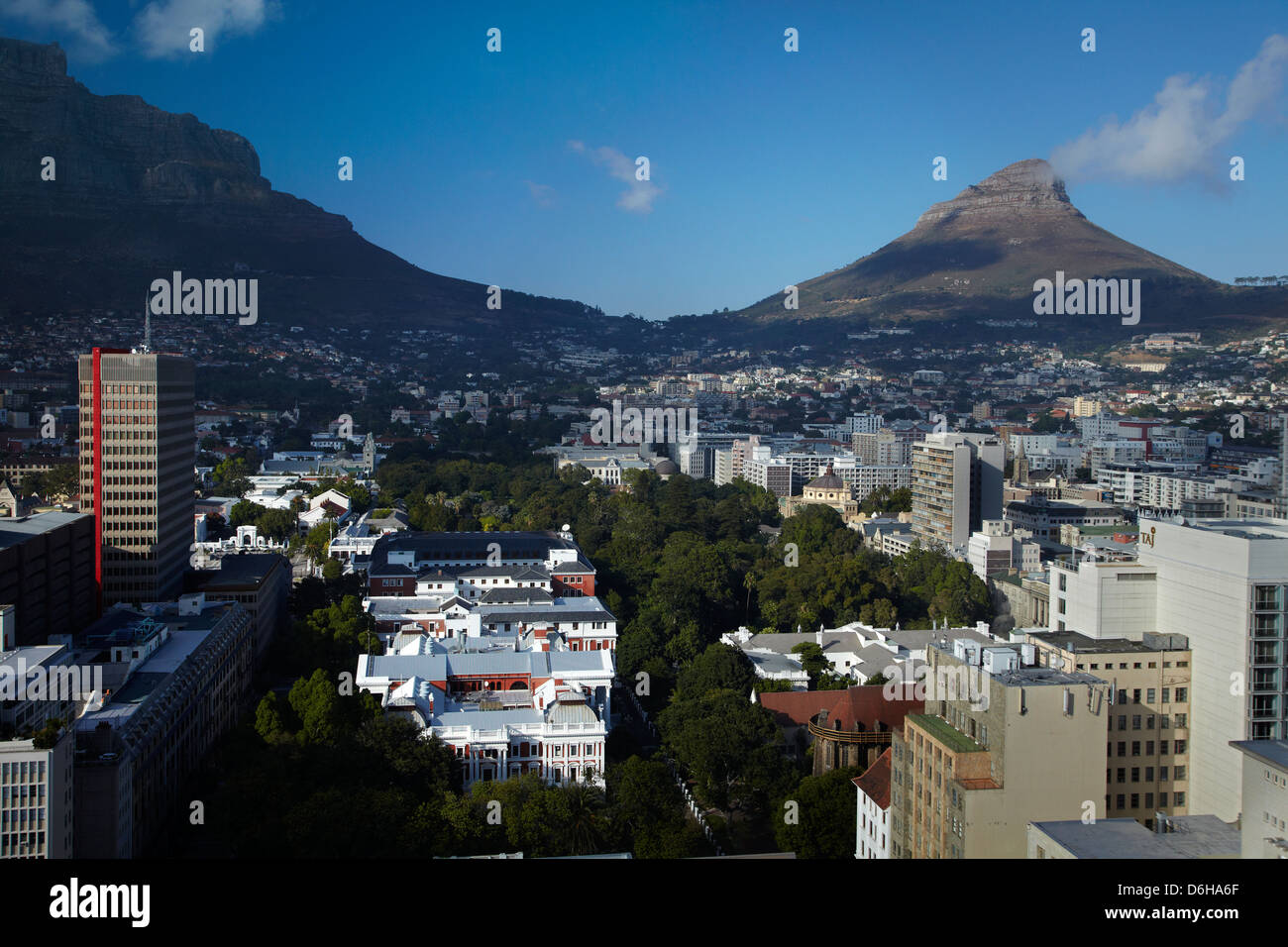 Houses of Parliament and Company's Garden, Cape Town CBD, Table Mountain, and Lion's Head, Cape Town, South - Stock Image
