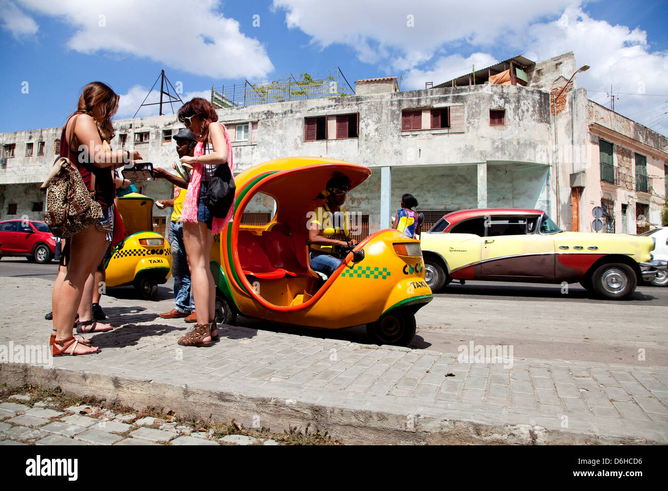 Taxi and tourists, Cuban city of Havana, La Habana, Cuba, South America, Latin America - Stock Image