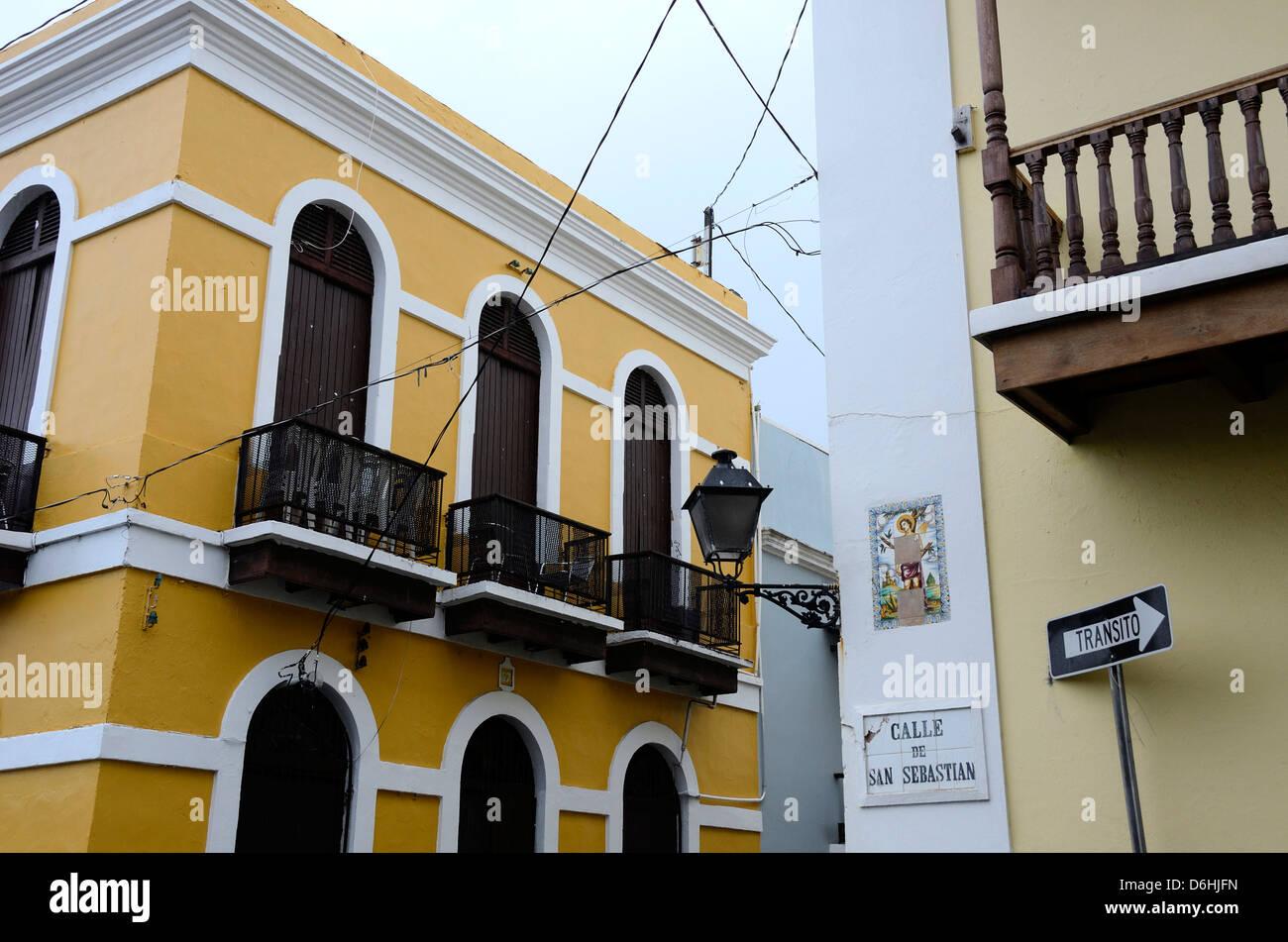 Yellow building in Old San Juan, Puerto Rico - Stock Image