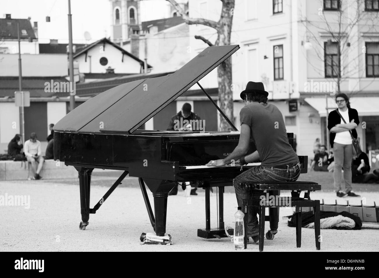 Davide Martello, AKA Klavierkunst (piano art), plays his black grand piano in the park of Kongresni Trg, Ljubljana, - Stock Image