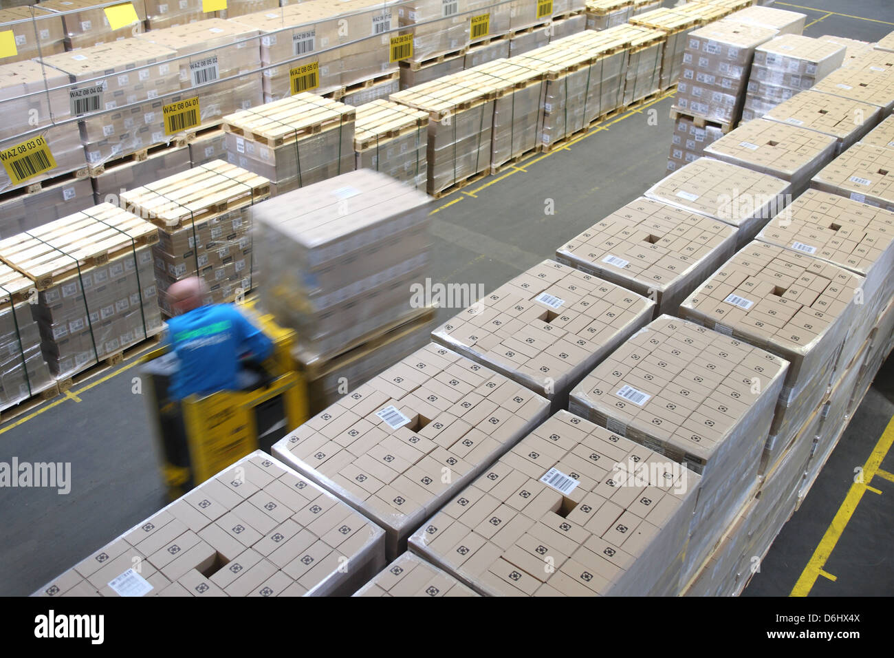 Berlin, Germany, workers in the Dock 100 Logistik GmbH at the logistics center of Dock 100 Stock Photo