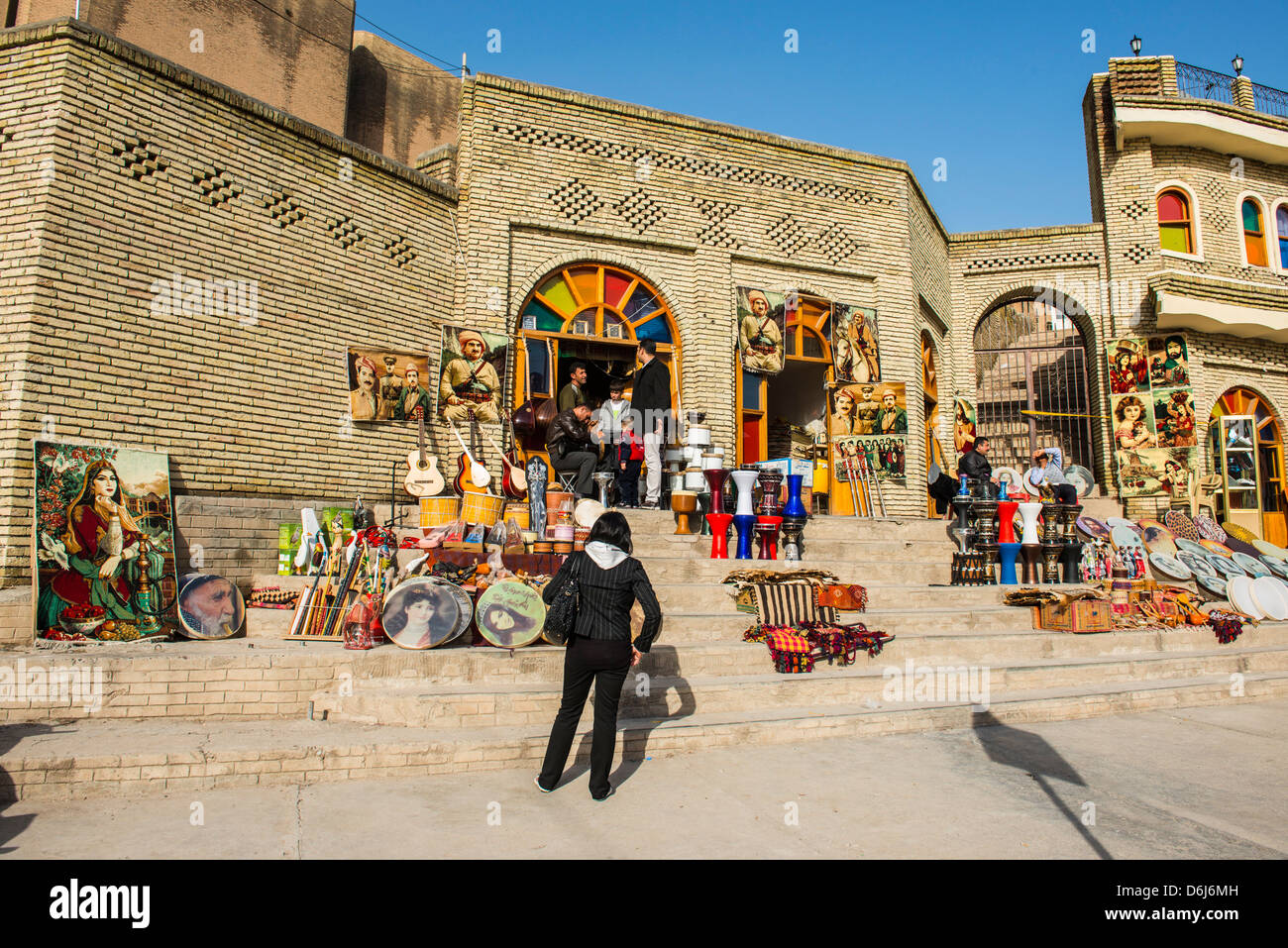 Kurdish souvenirs for sale below the citadel of Erbil (Hawler), capital of Iraq Kurdistan, Iraq, Middle East - Stock Image