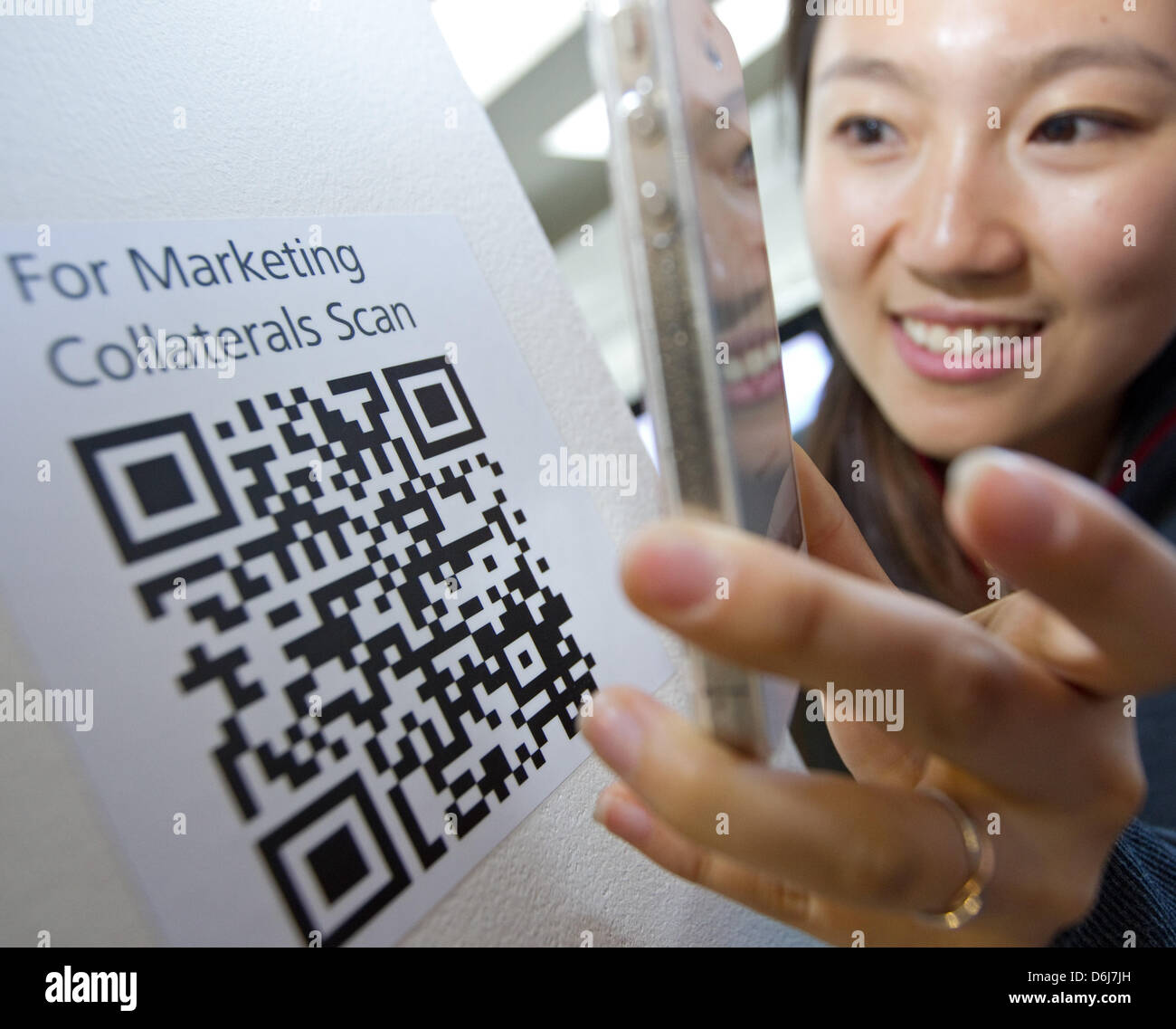 Staff member of the company Huawei Wang Li scans a QR code
