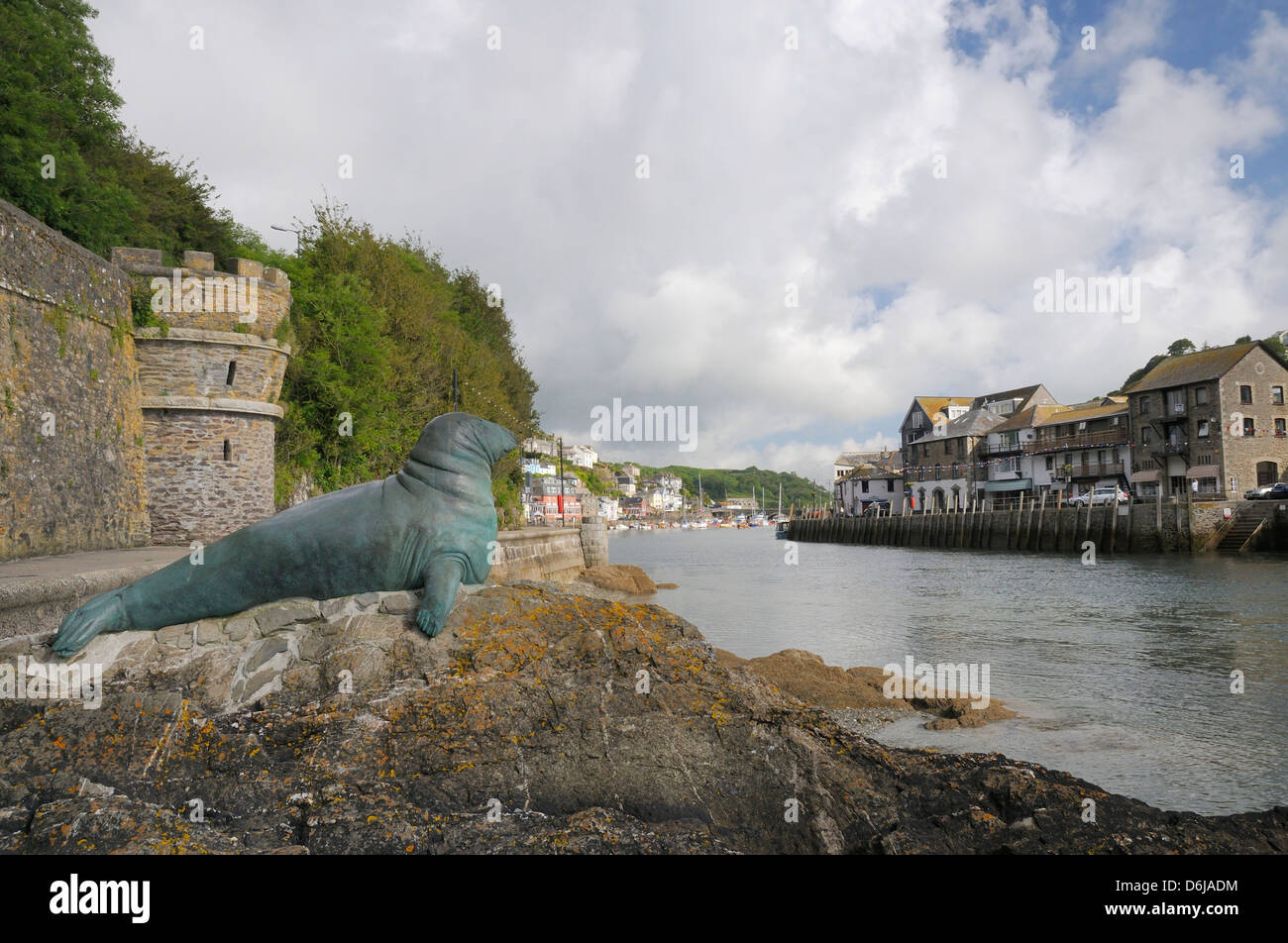 Bronze statue in memory of Nelson a bull grey seal who frequented Looe island and harbour, Looe, Cornwall, England, - Stock Image