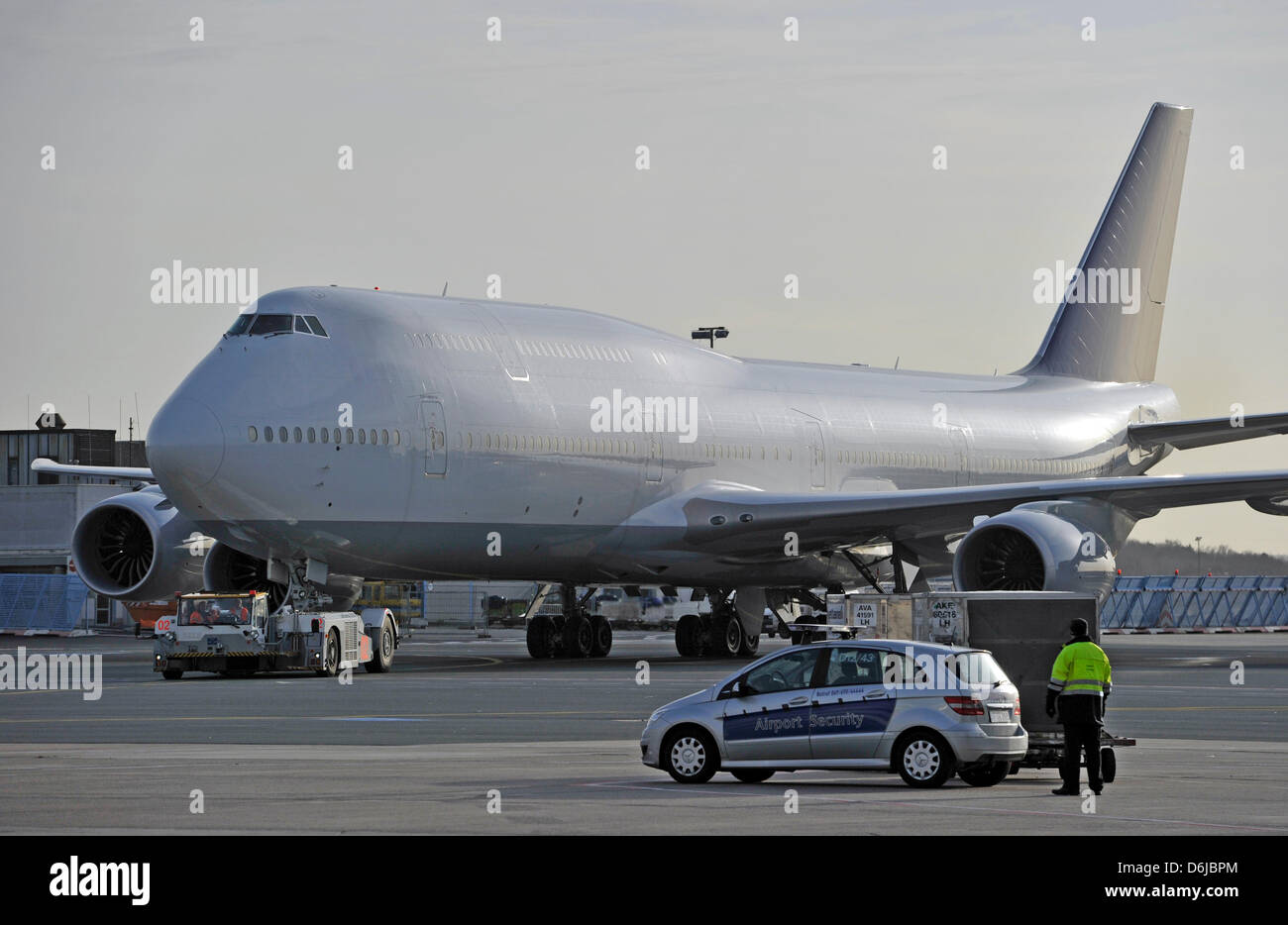 (dpa file) - A file picture dated 08 December 2011 of a Boeing 747-8 Intercontinental aircraft rolling to a - Stock Image