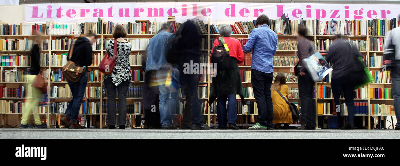 Visitors browse books at the Leipzig Book Fair in Leipzig, Germany, 16 March 2012. Around 160,000 visitors are expected - Stock Image