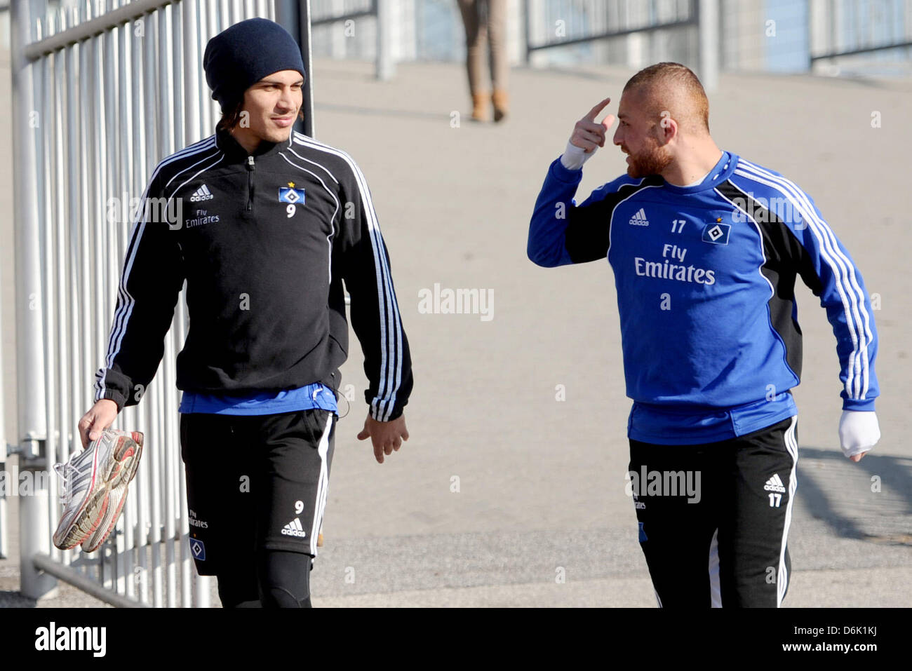 Hamburg's Paolo Guerrero and Goekhan Toere (R) talk on their way to a training session of Bundesliga soccer - Stock Image