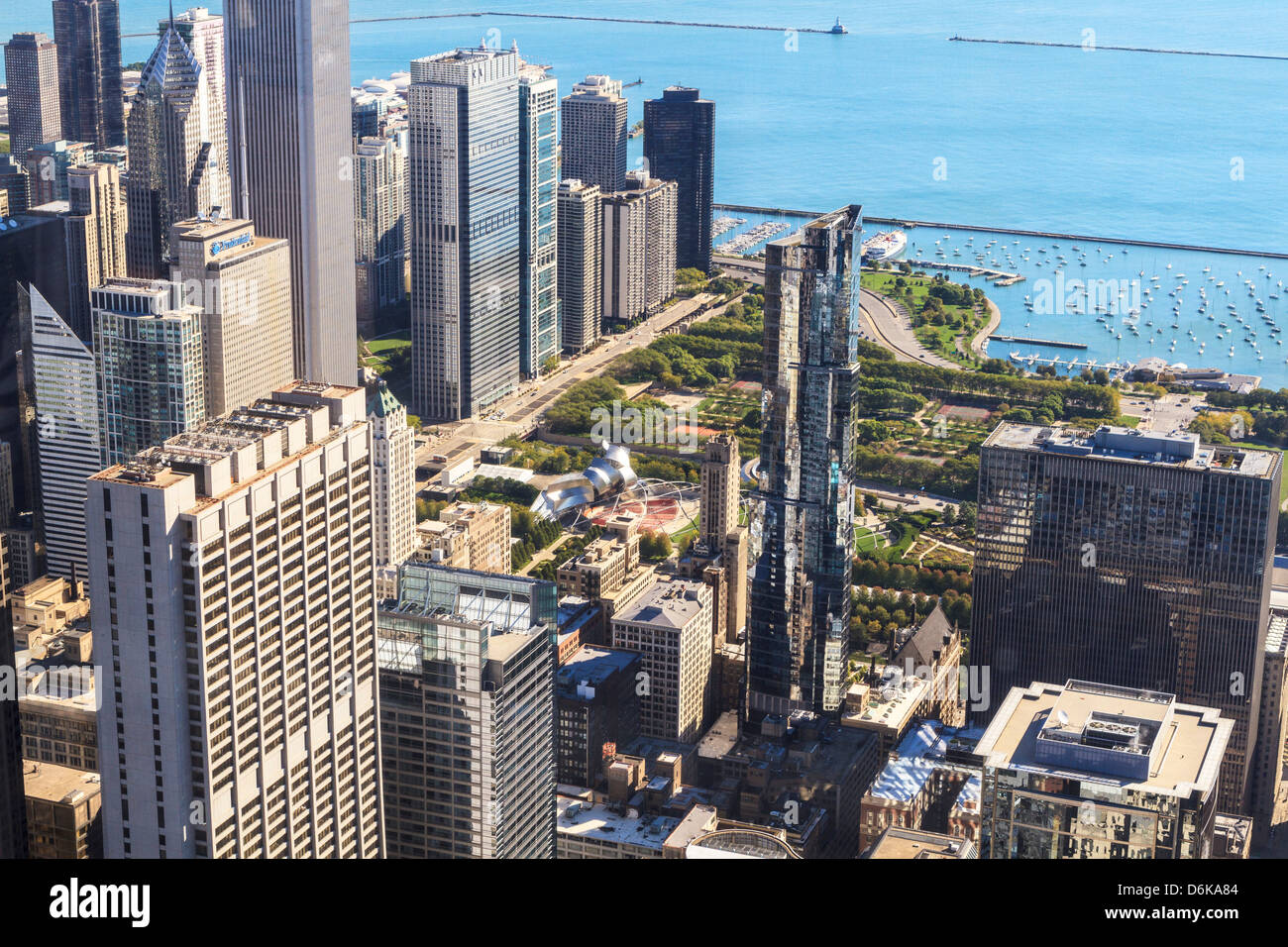 High angle view of Millennium Park and Lake Michigan, Chicago, Illinois - Stock Image