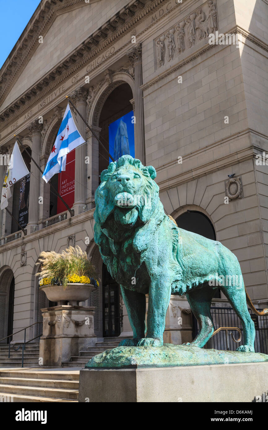 One of two bronze lion statues outside the Art Institute of Chicago, Chicago, Illinois, United States of America, - Stock Image