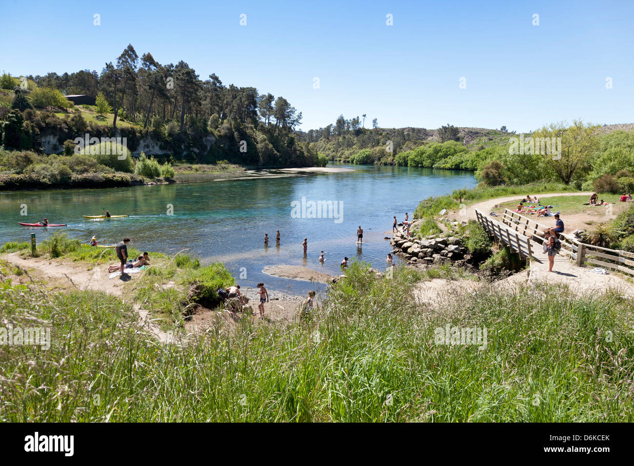 Thermal spring at the edge of the Waikato River New Zealand - Stock Image