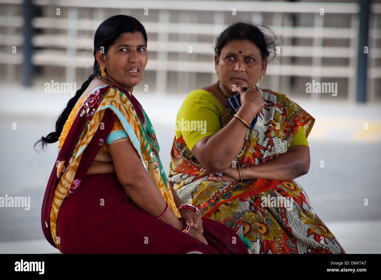 Indian women chatting, Ahmedabad - Stock Image