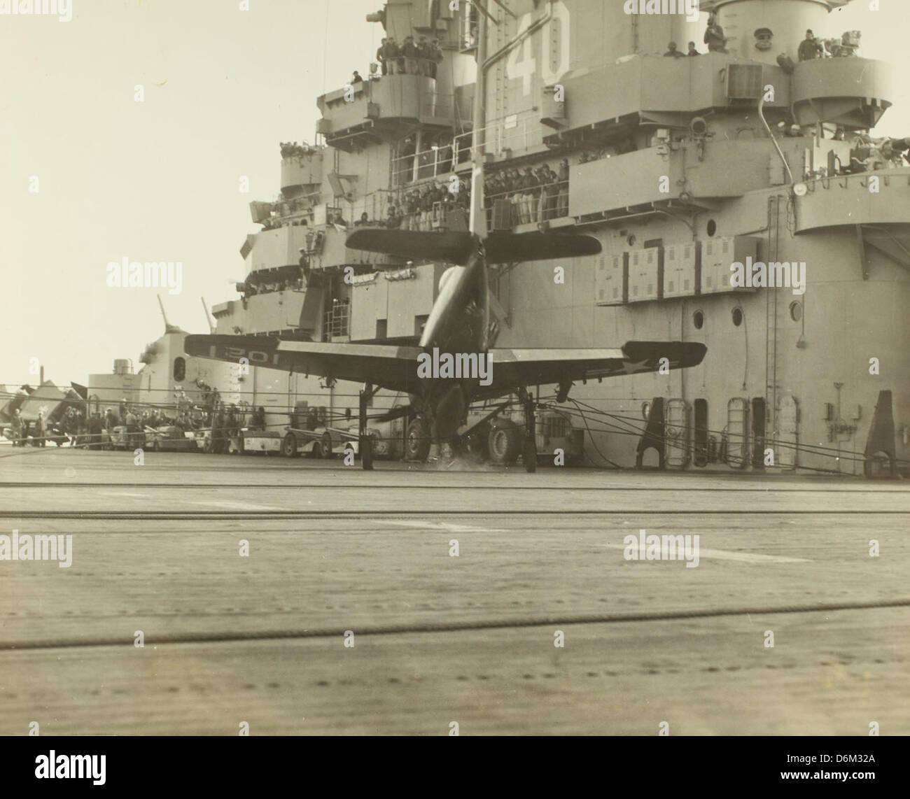 F8F barrier crash aboard USS Tarawa, 1948 NHHS Photo - Stock Image