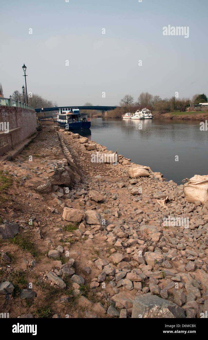 Extensive riverbank flood defence work River Severn at Upton on Severn Worcestershire UK Fronting the Swan Hotel - Stock Image