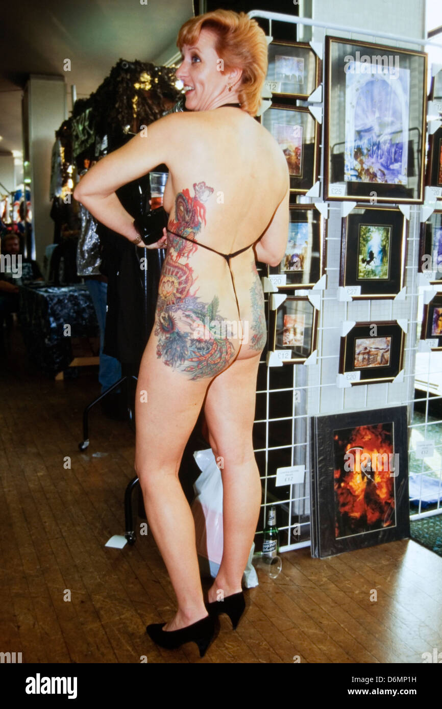 female displaying her extensive body tattoo at the dunstable tattoo and body piercing expo 1995 Stock Photo