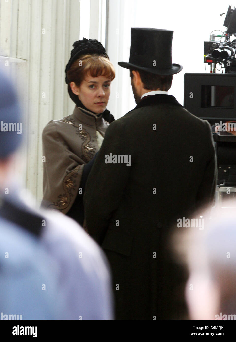 London, UK, 20th Apr, 2013: Jena Malone and Ed Stoppard filming on location for Angelica period thriller in central - Stock Image