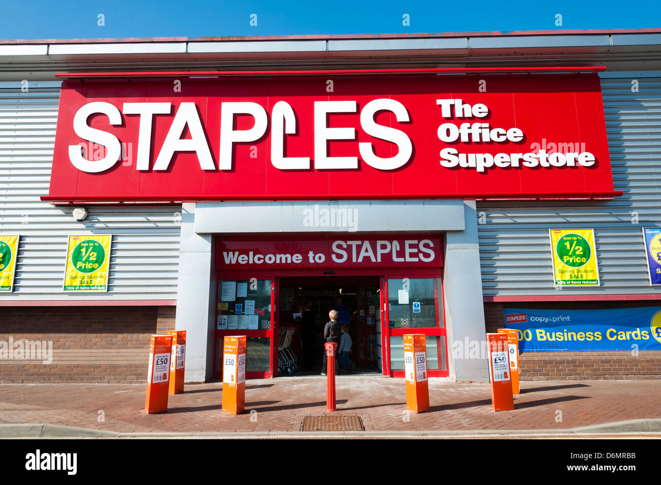 Staples store in the UK. - Stock Image