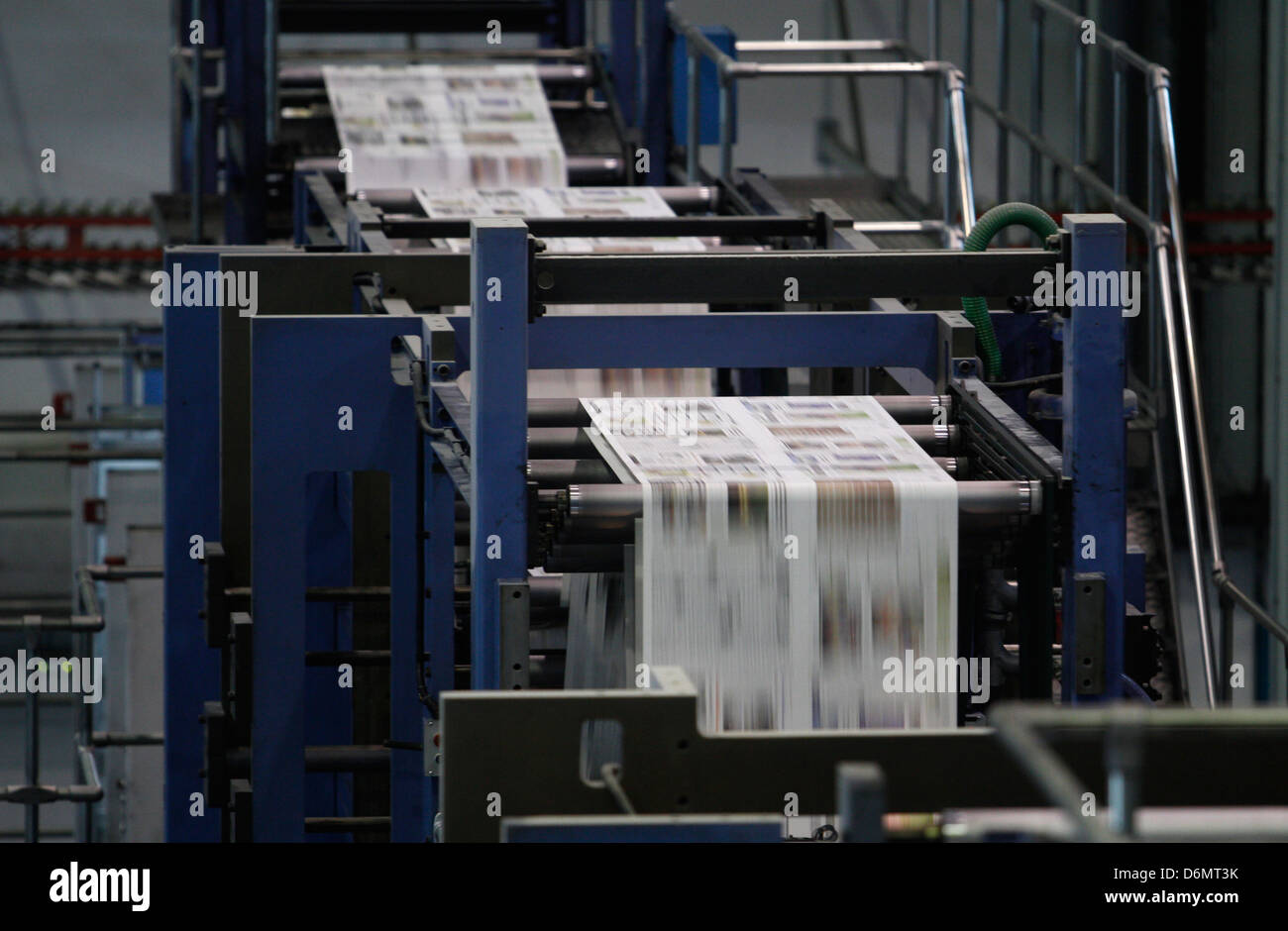 Le journaliste  Newspapers-rotary-printing-press-D6MT3K