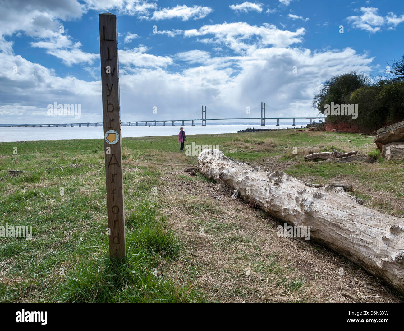 WALES COAST PATH AT BLACK ROCK WITH SECOND SEVERN CROSSING IN BACK GROUND - Stock Image