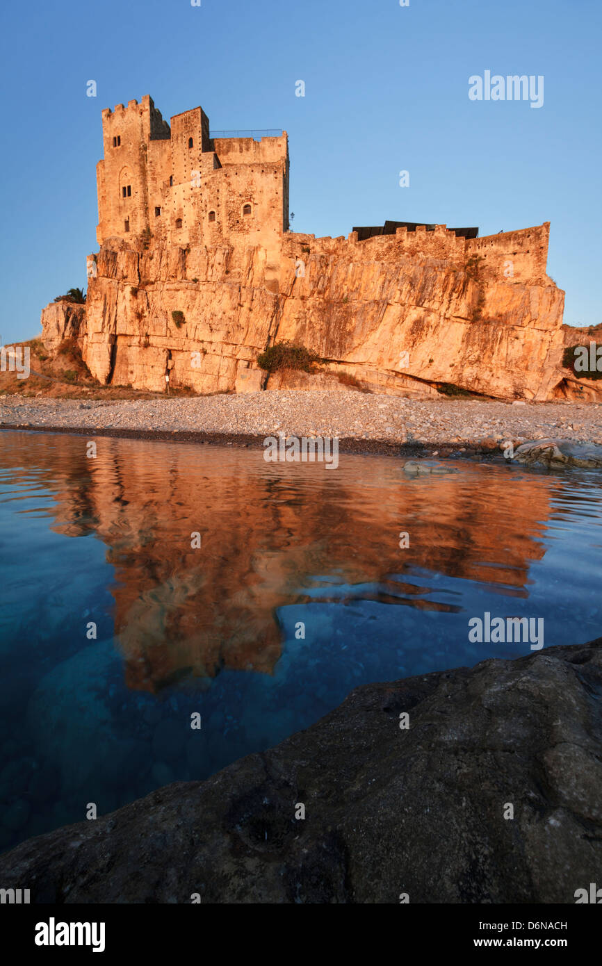 Medieval Castle of Roseto Capo Spulico reflected on the water of the Ionian Sea, Calabria, Italy - Stock Image