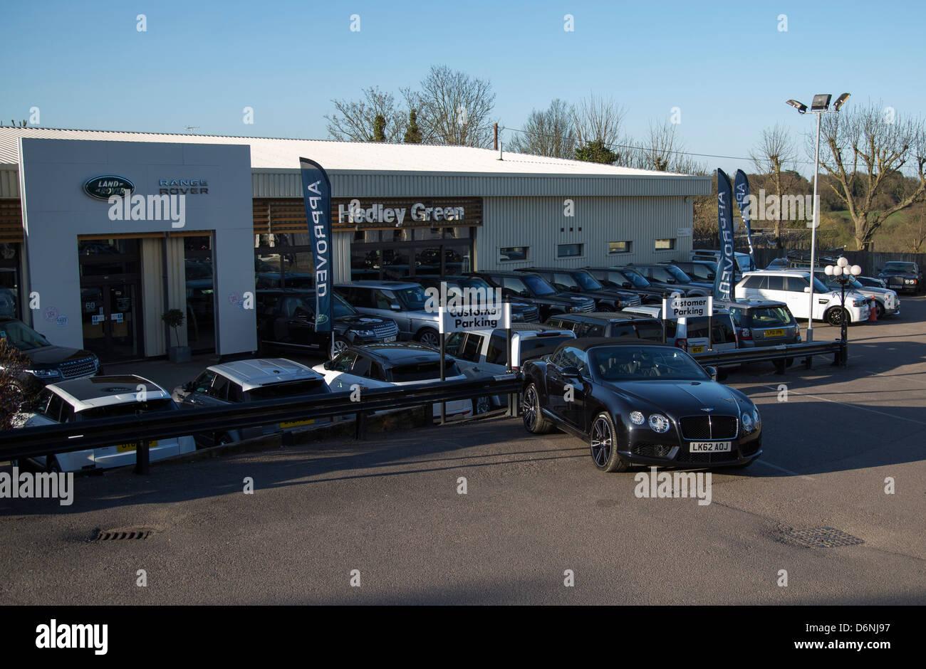Bentley dealers in Barnet  official Bentley Motors dealership manufacturer approved services - Stock Image